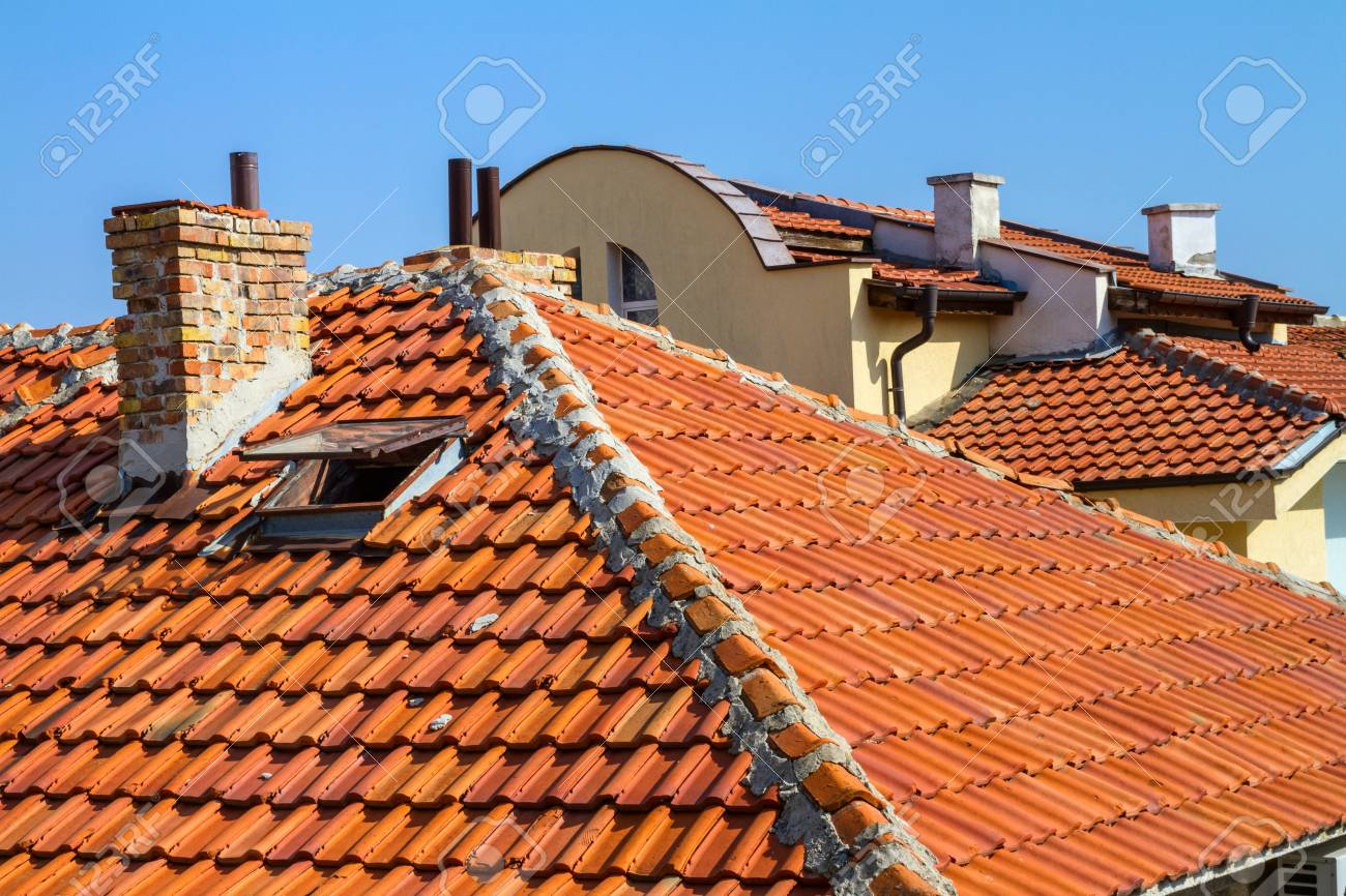 Come Dipingere Vecchie Tegole paesaggio della città - tetti di tegole rosse di case, città di sozopol  sulla costa del mar nero in bulgaria