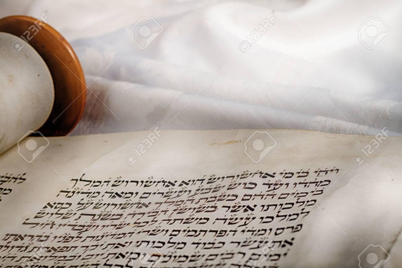 Le Livre D Esther Egalement Connu En Hebreu Comme Le Scroll Est Un Livre Dans La Troisieme Section Du Tanakh Juif Et Dans Le Ancien Testament