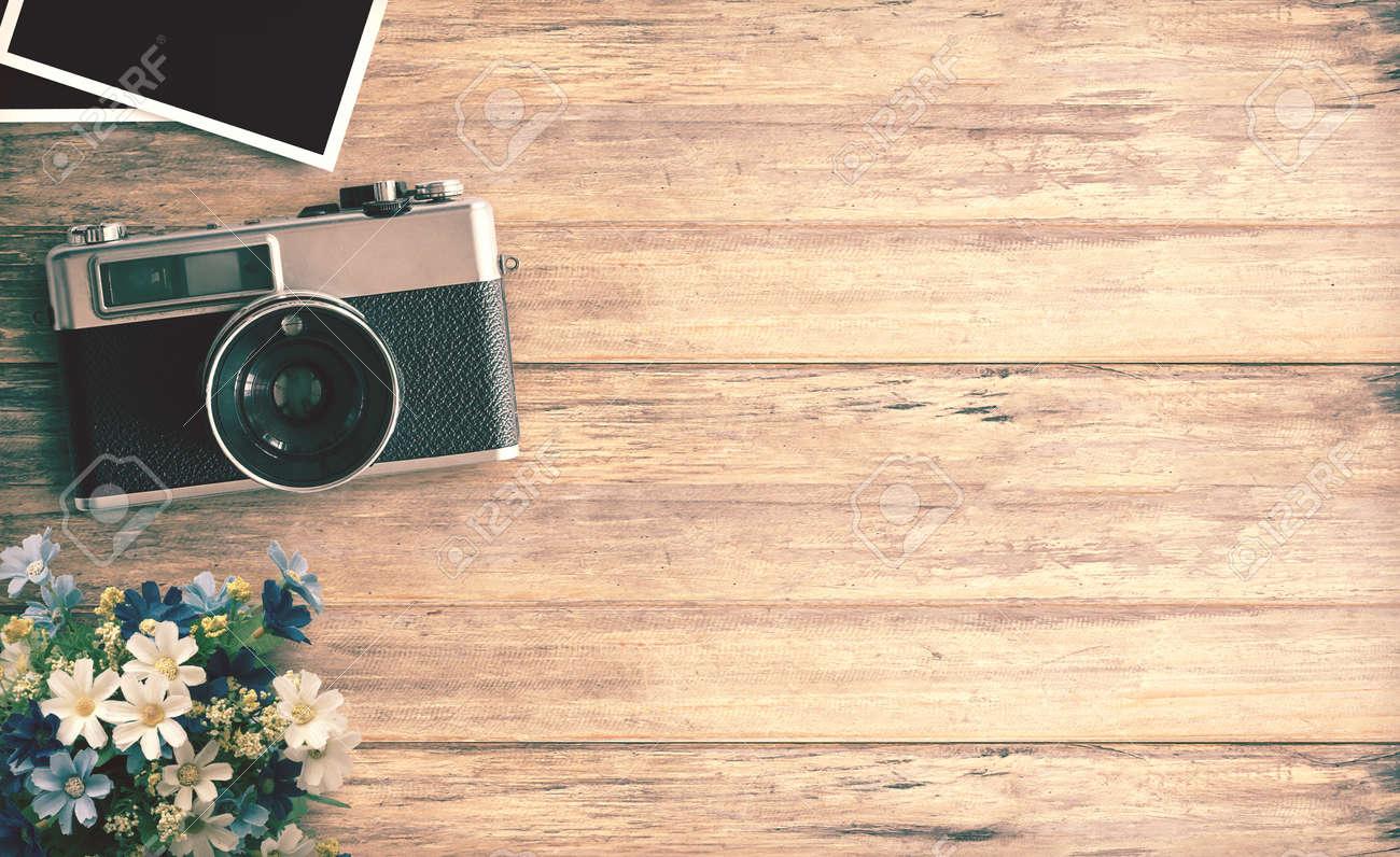 Top-Ansicht Bild Der Vintage-Kamera Mit Zwei Leere Bilderrahmen Auf ...