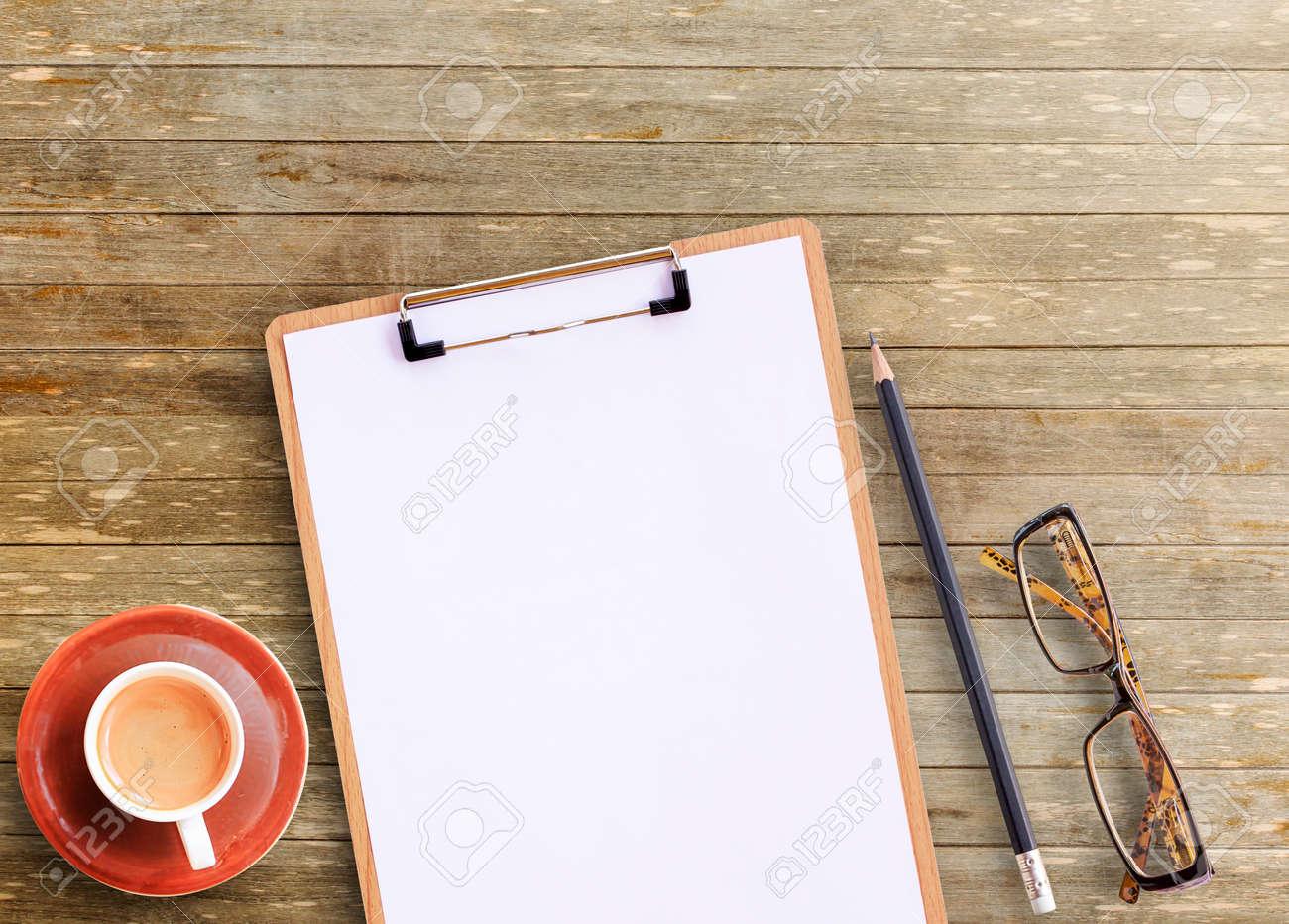 Oggetti Da Ufficio : Scrivania vista dall alto del tavolo da ufficio in legno marrone
