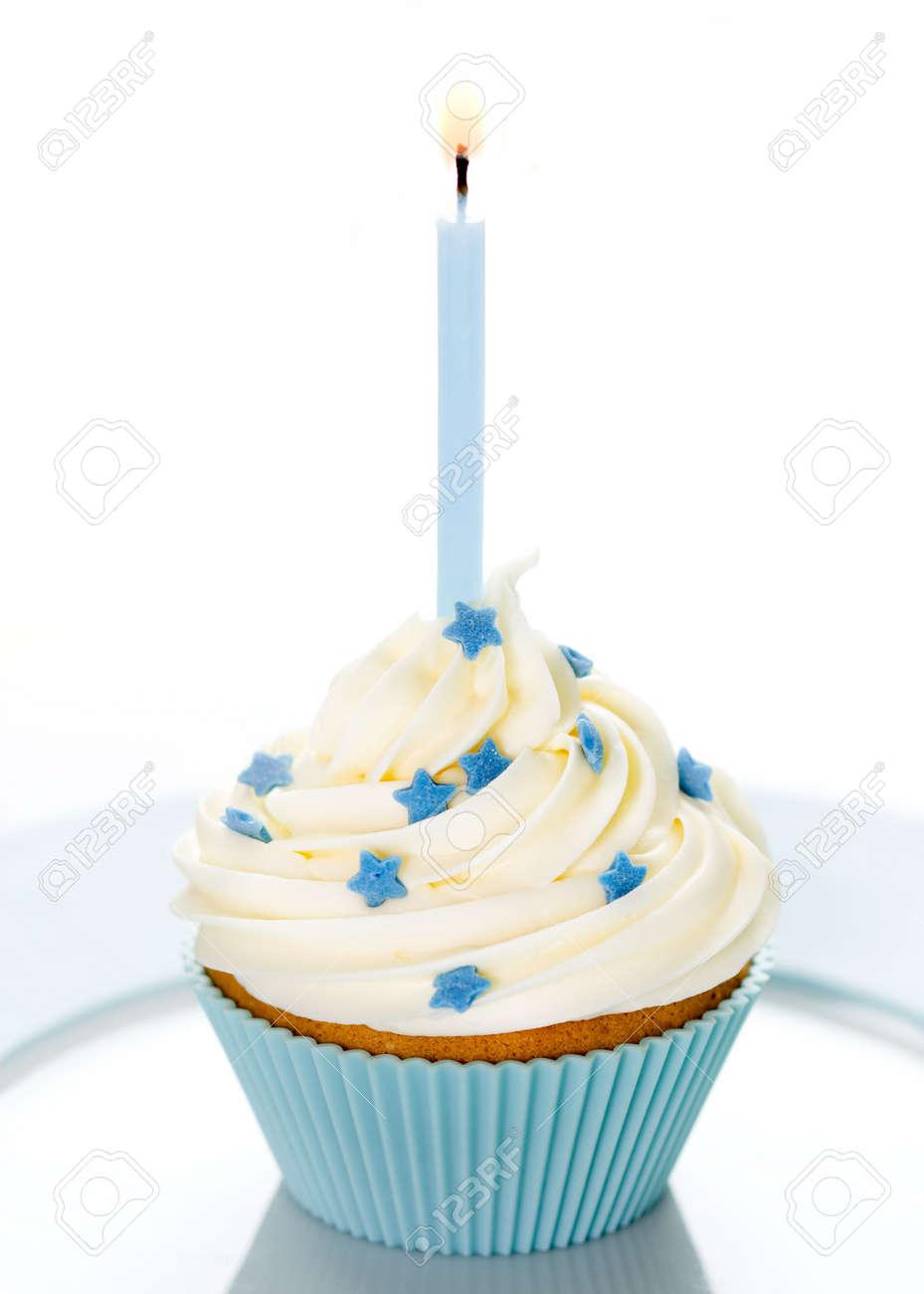 Blue Cupcake Geburtstag Auf Einem Weissen Teller Lizenzfreie Fotos