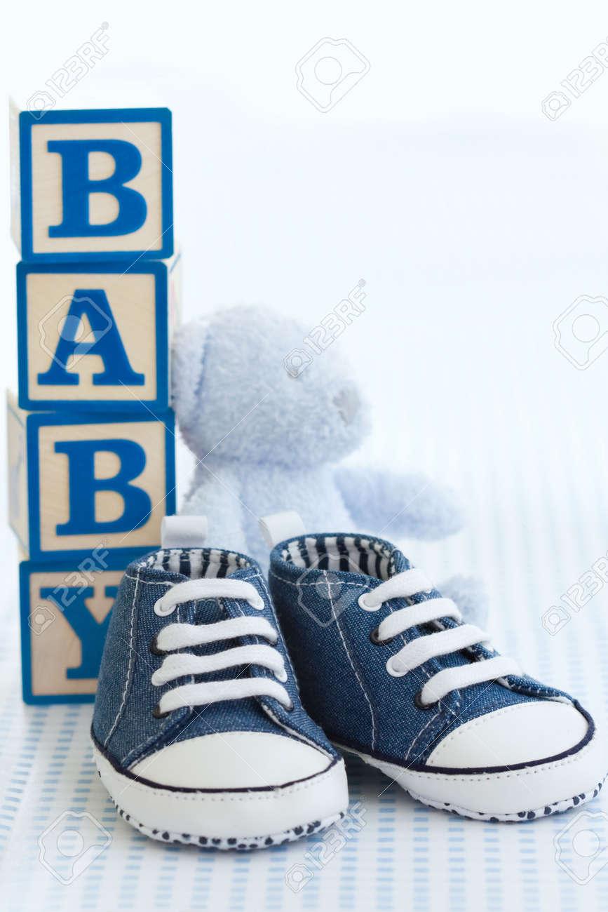 4fa24c07 Zapatos Bebé Azul Fotos, Retratos, Imágenes Y Fotografía De Archivo ...
