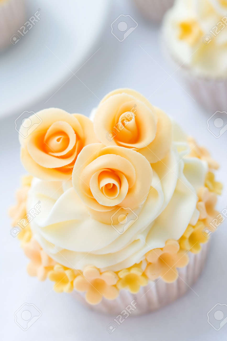 Wedding cupcake Stock Photo - 6568192