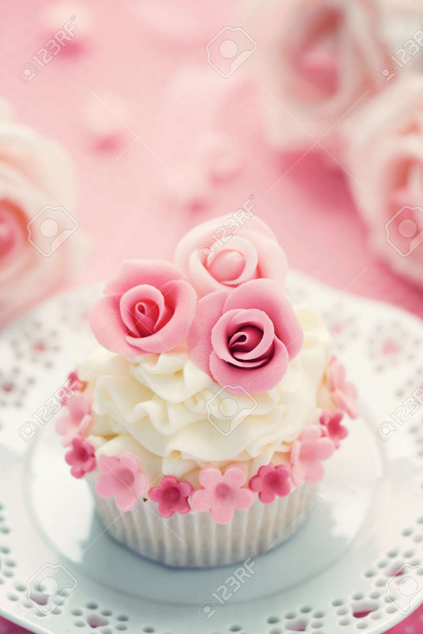 Wedding cupcake Stock Photo - 6843305