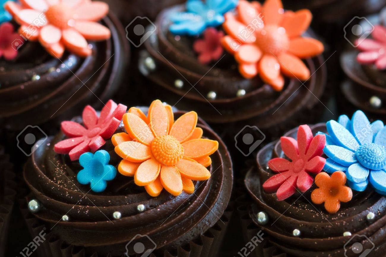 Wedding cupcakes Stock Photo - 8134740