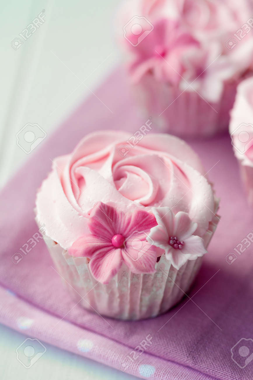 Rose cupcakes Stock Photo - 12550152
