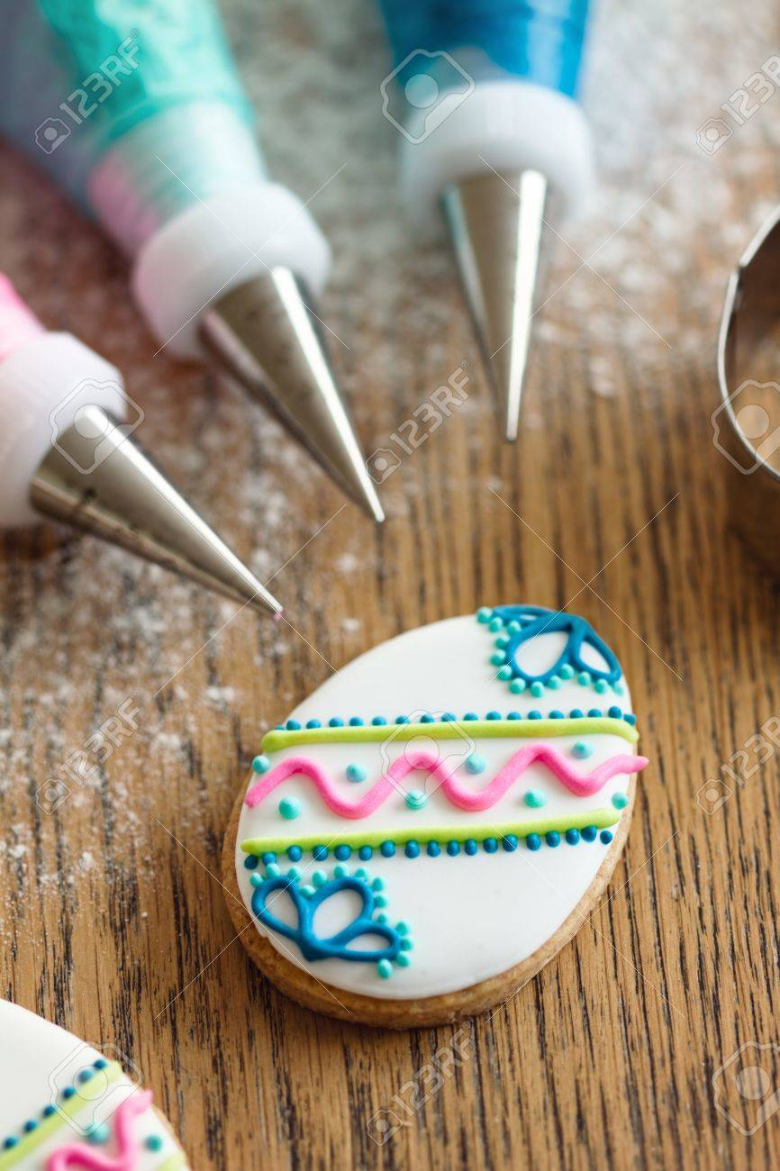 Decorating Easter cookies Stock Photo - 12884041