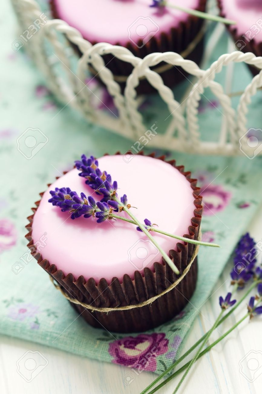 Lavender cupcakes Stock Photo - 14894086