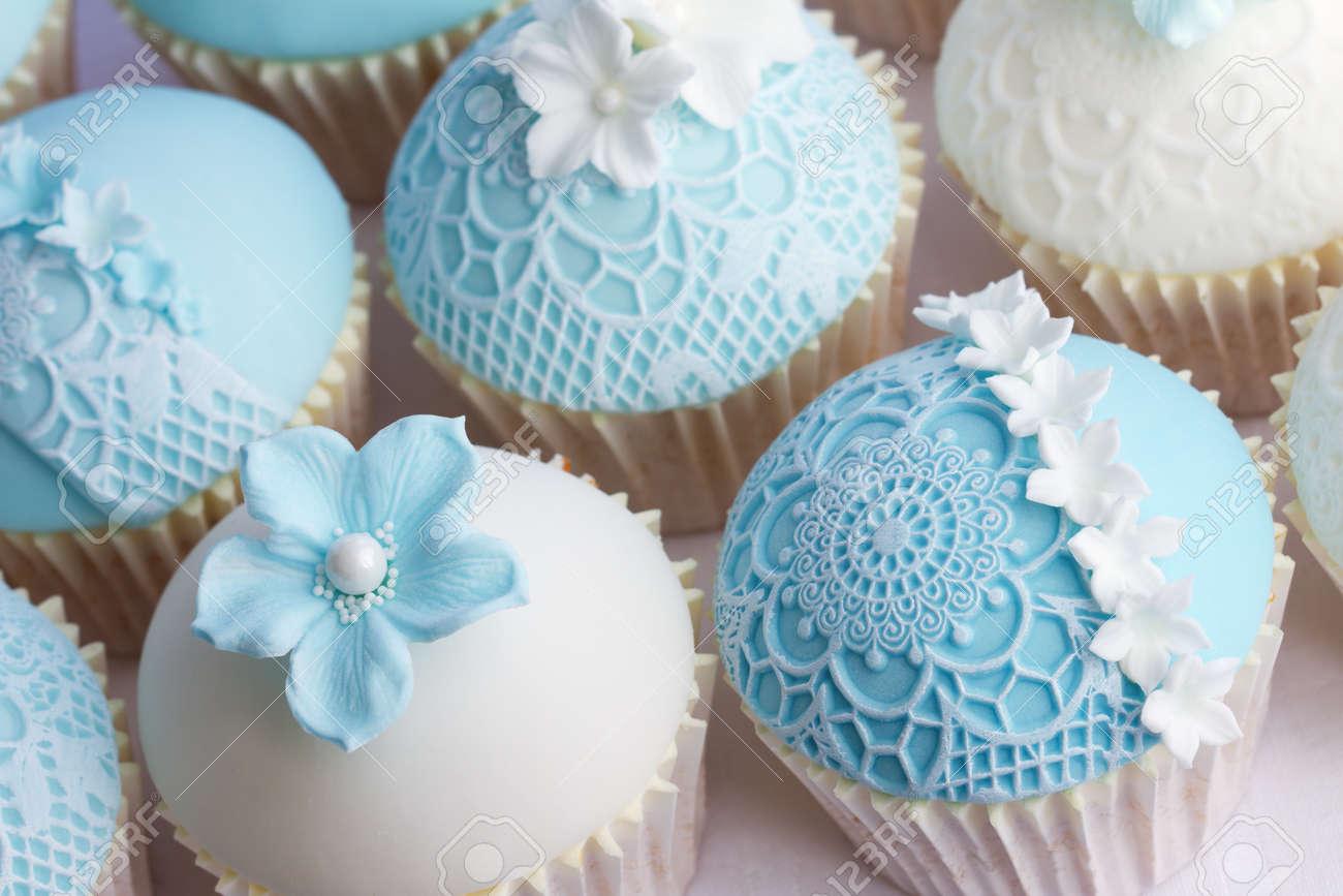 Wedding cupcakes Stock Photo - 18320602