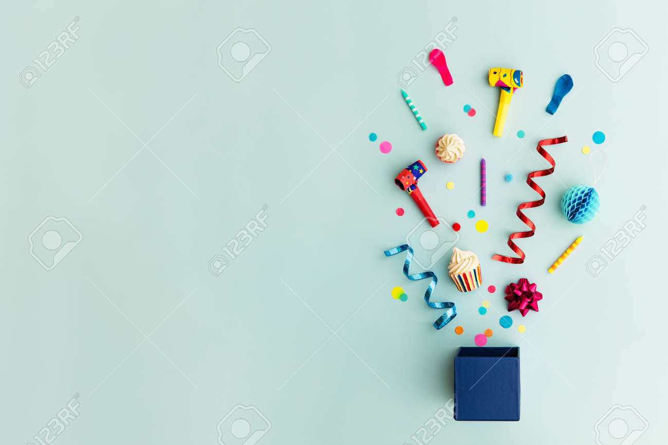 Objects for a birthday party - 77736233