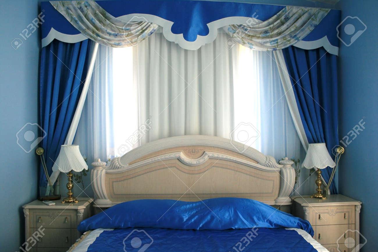 Nizza Blu Lussuosa Camera Da Letto Con Molti Dettagli. Foto Royalty ...