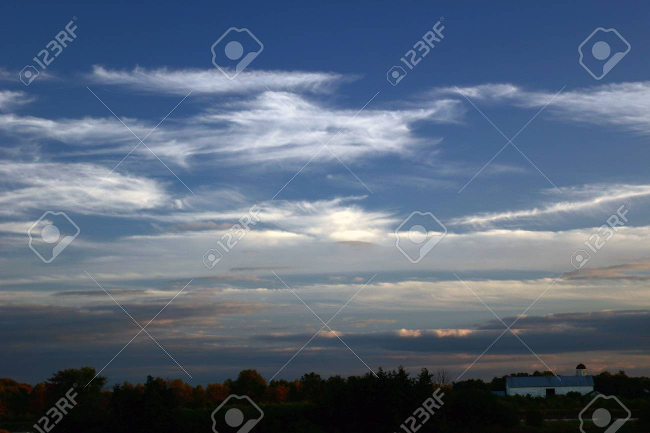 Amish barn and evening sky Stock Photo - 370523