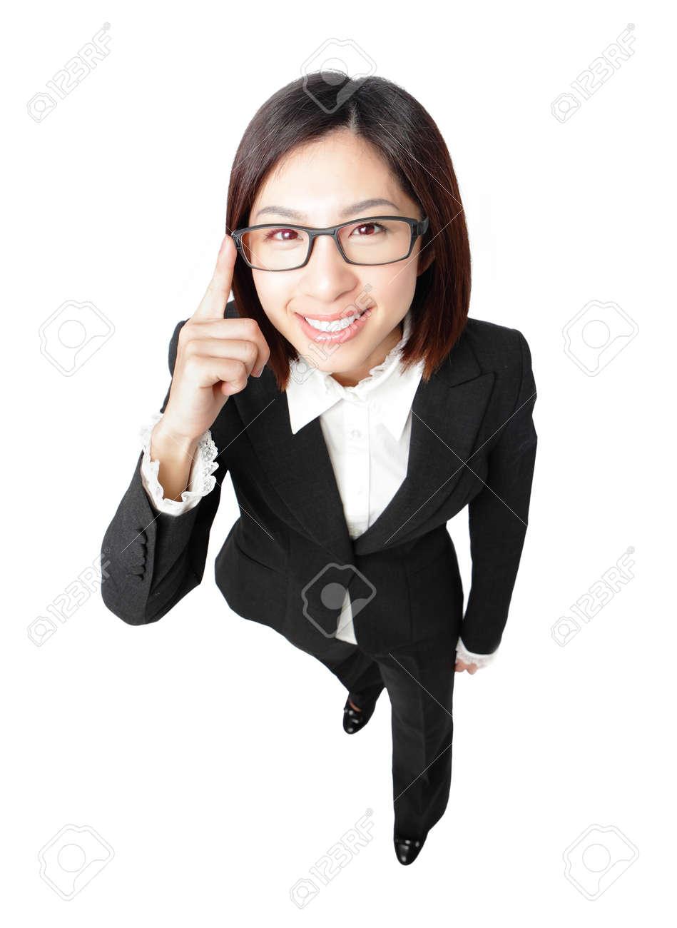 12033990-réussis-d-affaires-lunettes-femme-tactiles-yeux-avec-un-sourire-vue -la-longueur-portrait-complet-de.jpg ce683ffdac33