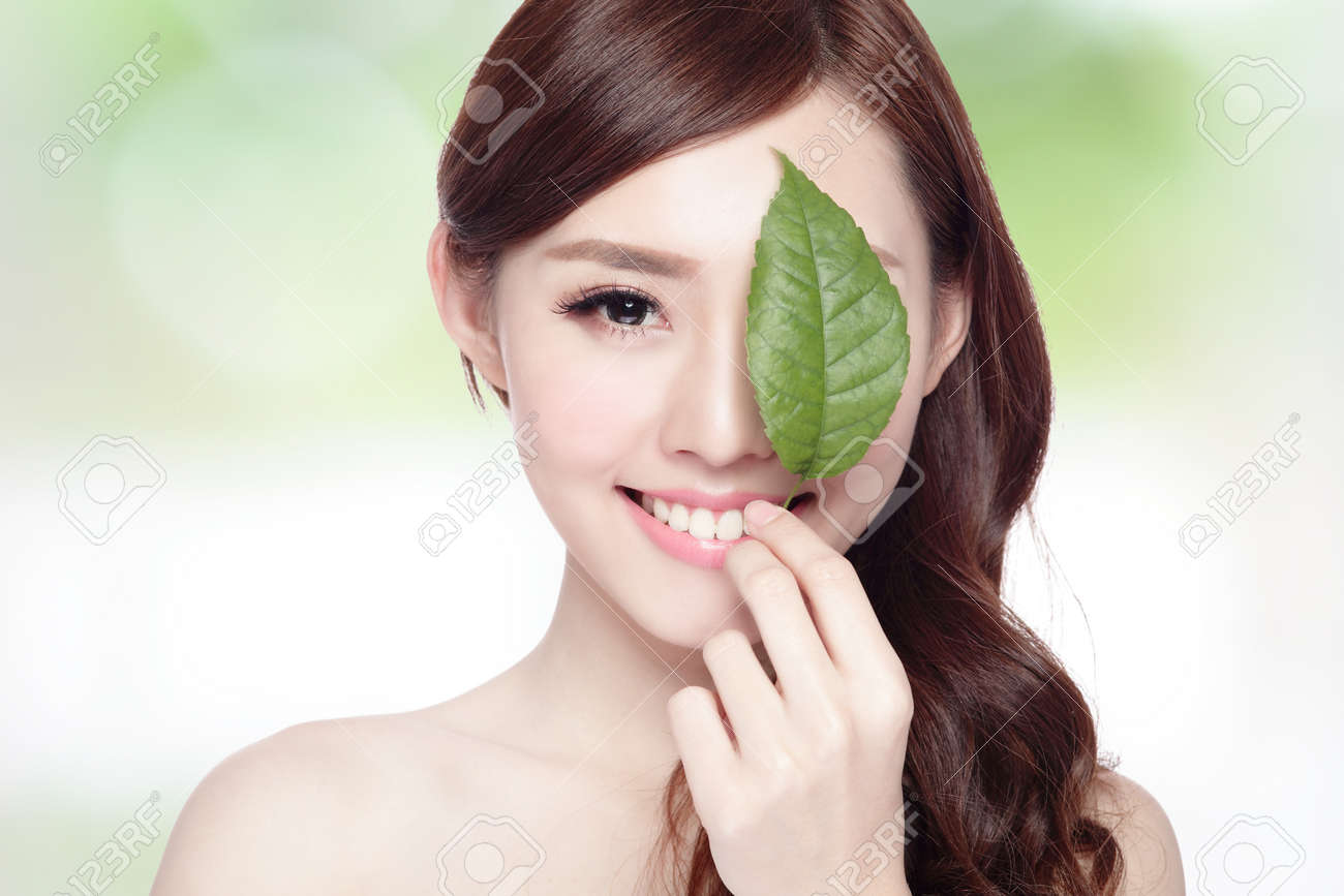 beautiful woman face portrait with green leaf , concept for skin care or organic cosmetics , asian beauty Stock Photo - 40856317