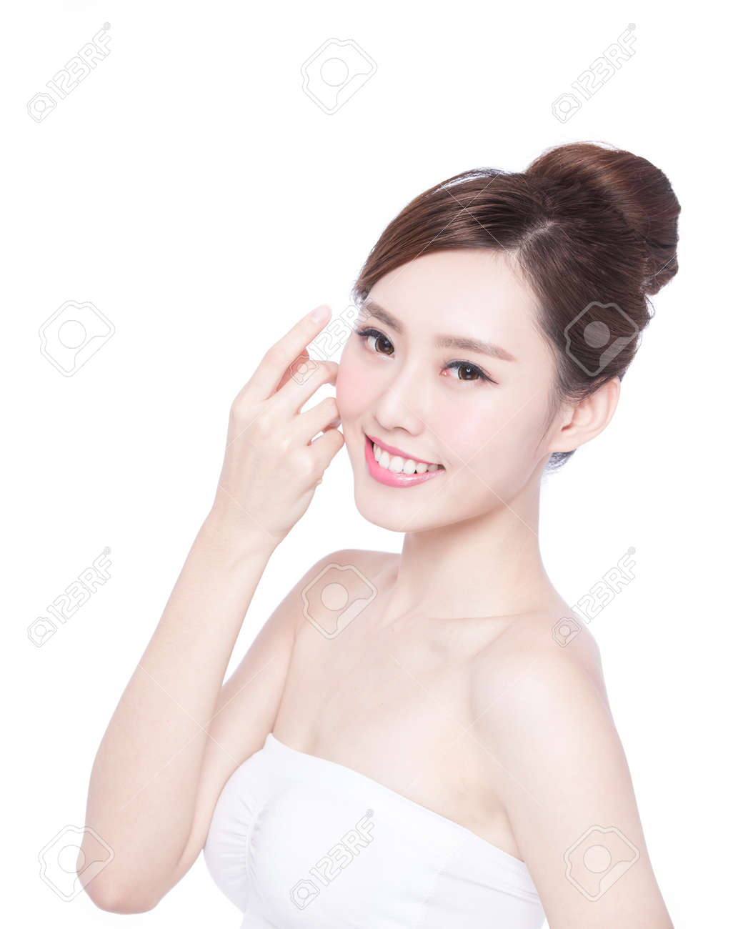 Beautiful Skin care woman Face smile to you isolated on white background. asian Beauty Stock Photo - 50279635