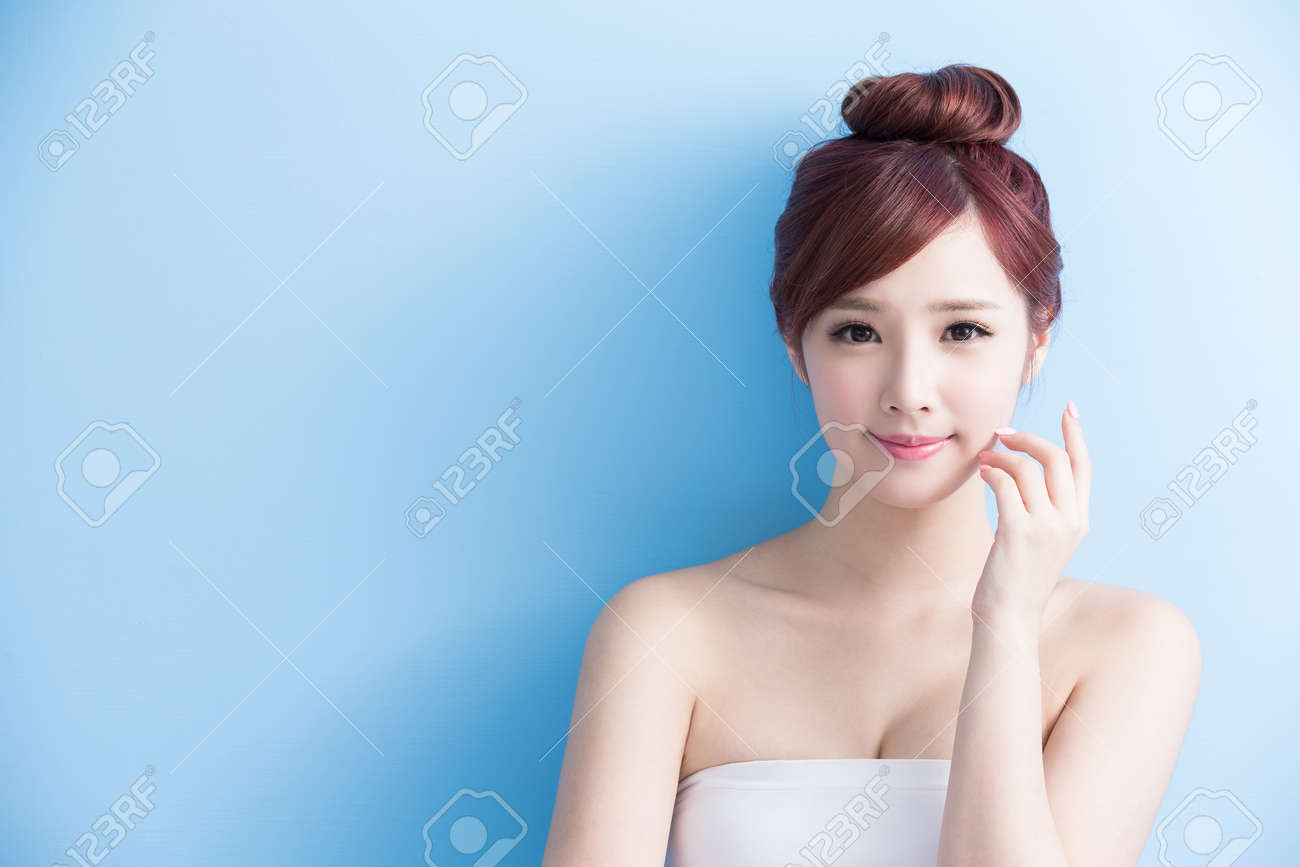 beauty woman smile to you isolated on bluebackground, asian Standard-Bild - 63605462