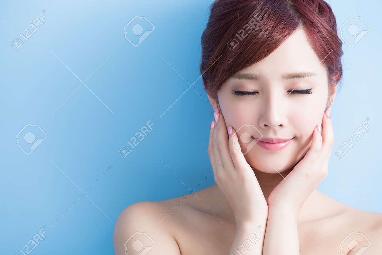 beauty  skin care woman relax closed eye isolated on bluebackground, asian Standard-Bild - 64960524