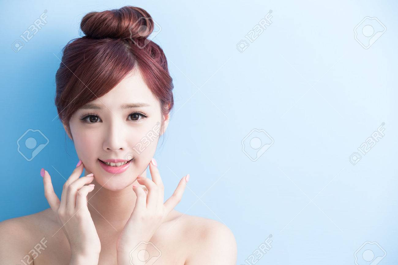 beauty woman smile to you isolated on bluebackground, asian Standard-Bild - 65013377