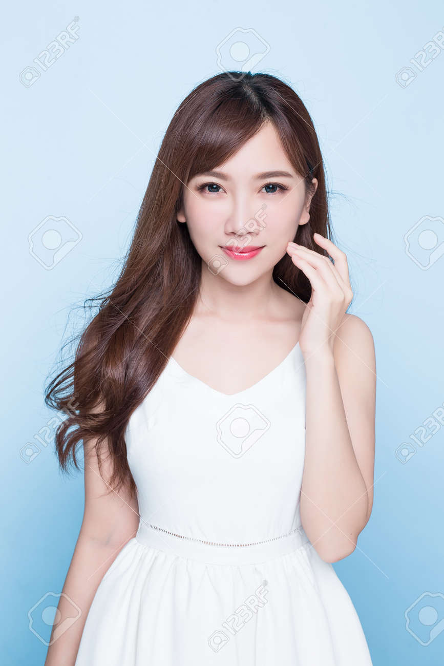 beauty woman look you on the blue background Standard-Bild - 80896506