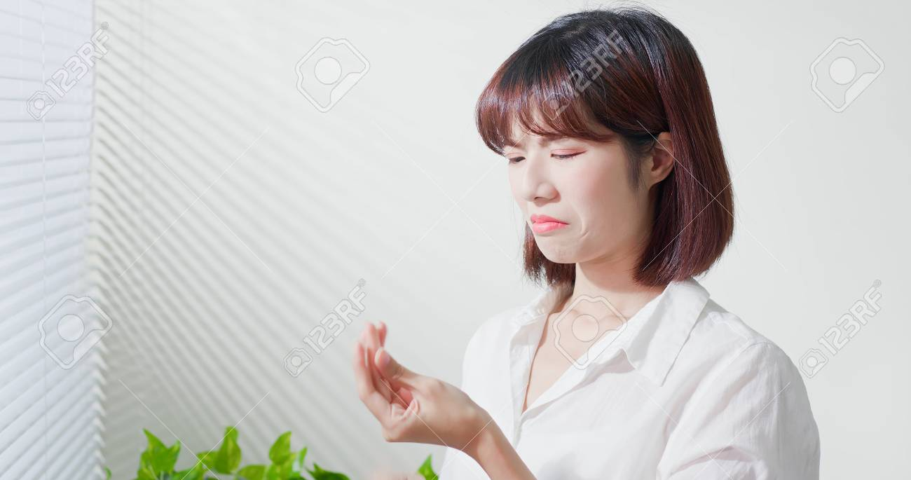asian woman feel sad because her skin is very oily on face - 118111964
