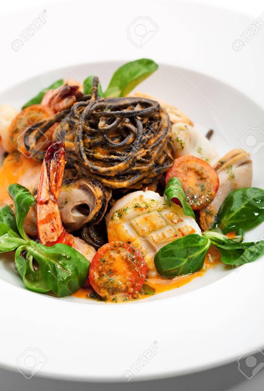 Seafood Spaghetti with Tiger Prawns, Scallops, Mussels, Calamari, Salmon and Tomato Sauce Stock Photo - 6781103