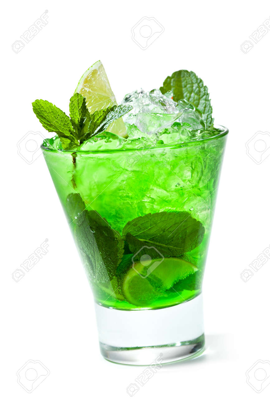 captura diseño elegante busca lo mejor Cóctel verde con Midori, vodka, limón y hielo