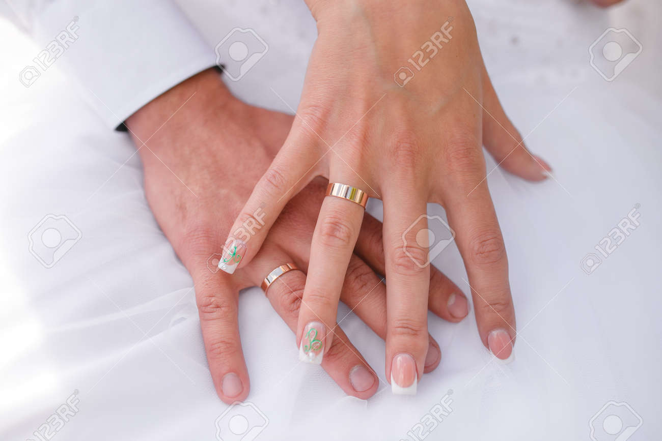 The Bride And Groom\'s Hand Close-up With Wedding Rings Stock Photo ...