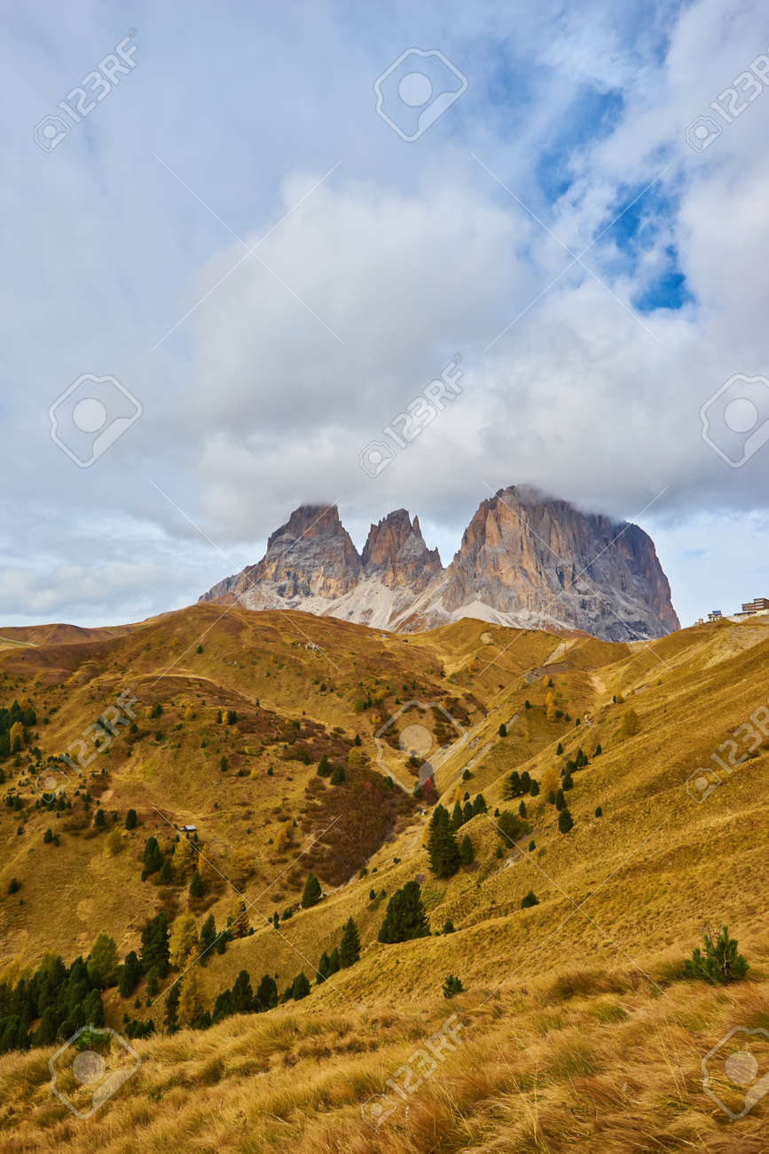 Splendid morning view from the top of Giau pass. Colorful autumn landscape in Dolomite Alps, Cortina d'Ampezzo location, Italy, Europe. Beauty of nature concept background. - 172909388