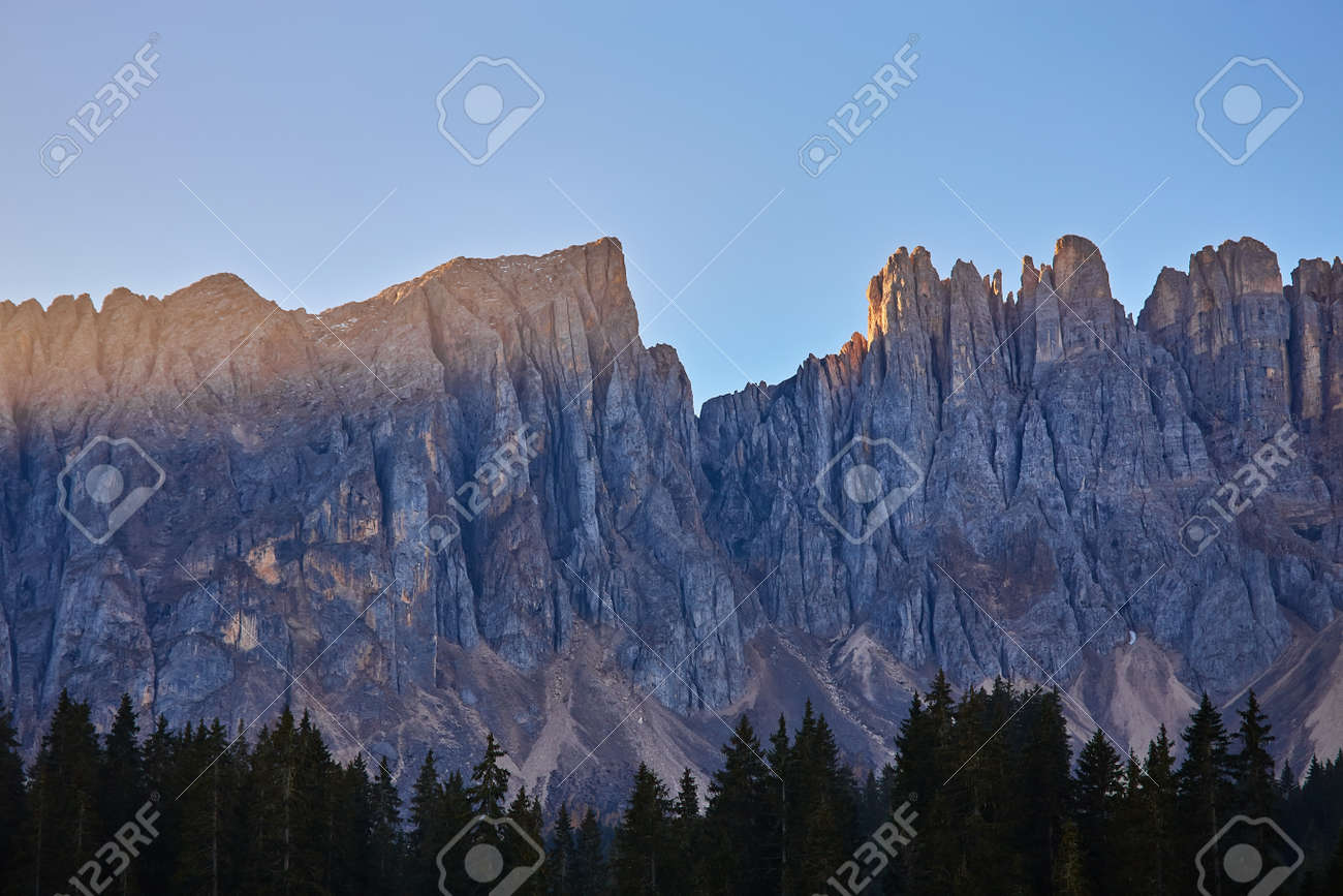 Splendid morning view from the top of Giau pass. Colorful autumn landscape in Dolomite Alps, Cortina d'Ampezzo location, Italy, Europe. Beauty of nature concept background. - 172910889