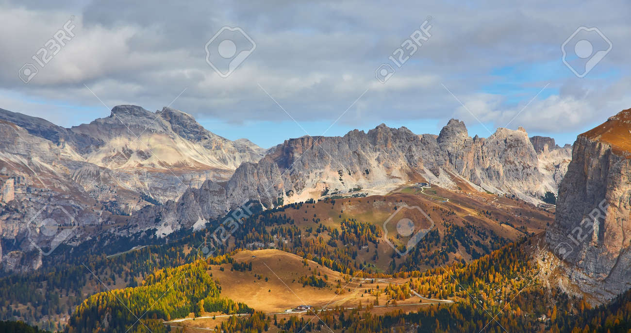 the beautiful Italian Dolomites an autumn day - 173011394