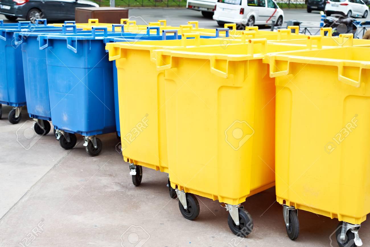 Bidone della spazzatura dei rifiuti stock photos images