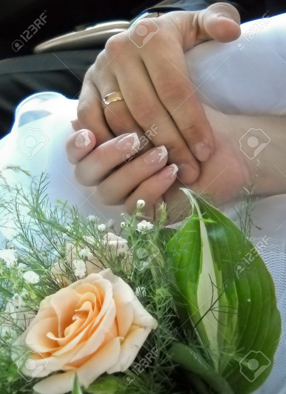 Wedding rings and bridal bouquet Stock Photo - 11979845