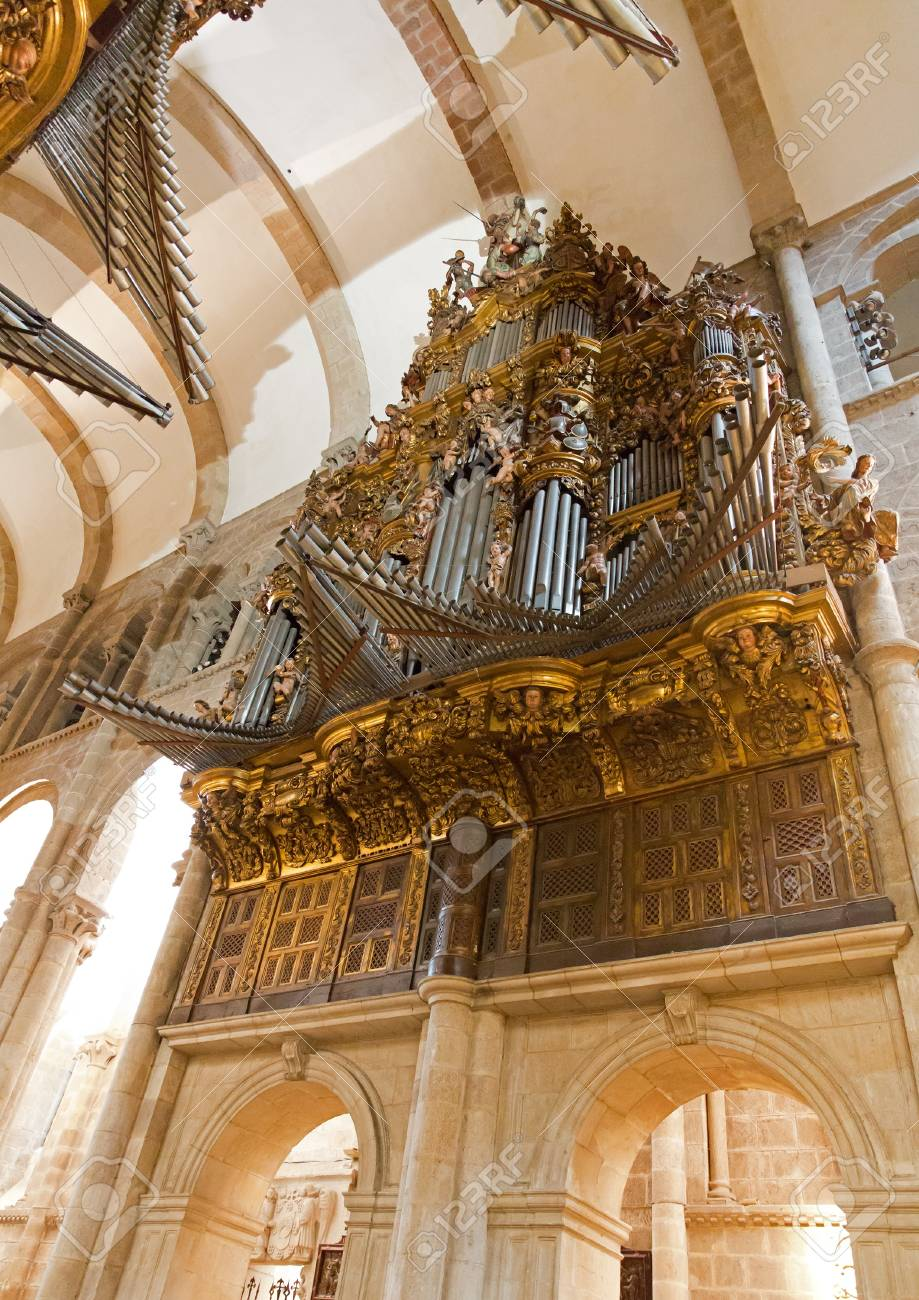 Church organ Stock Photo - 14242768