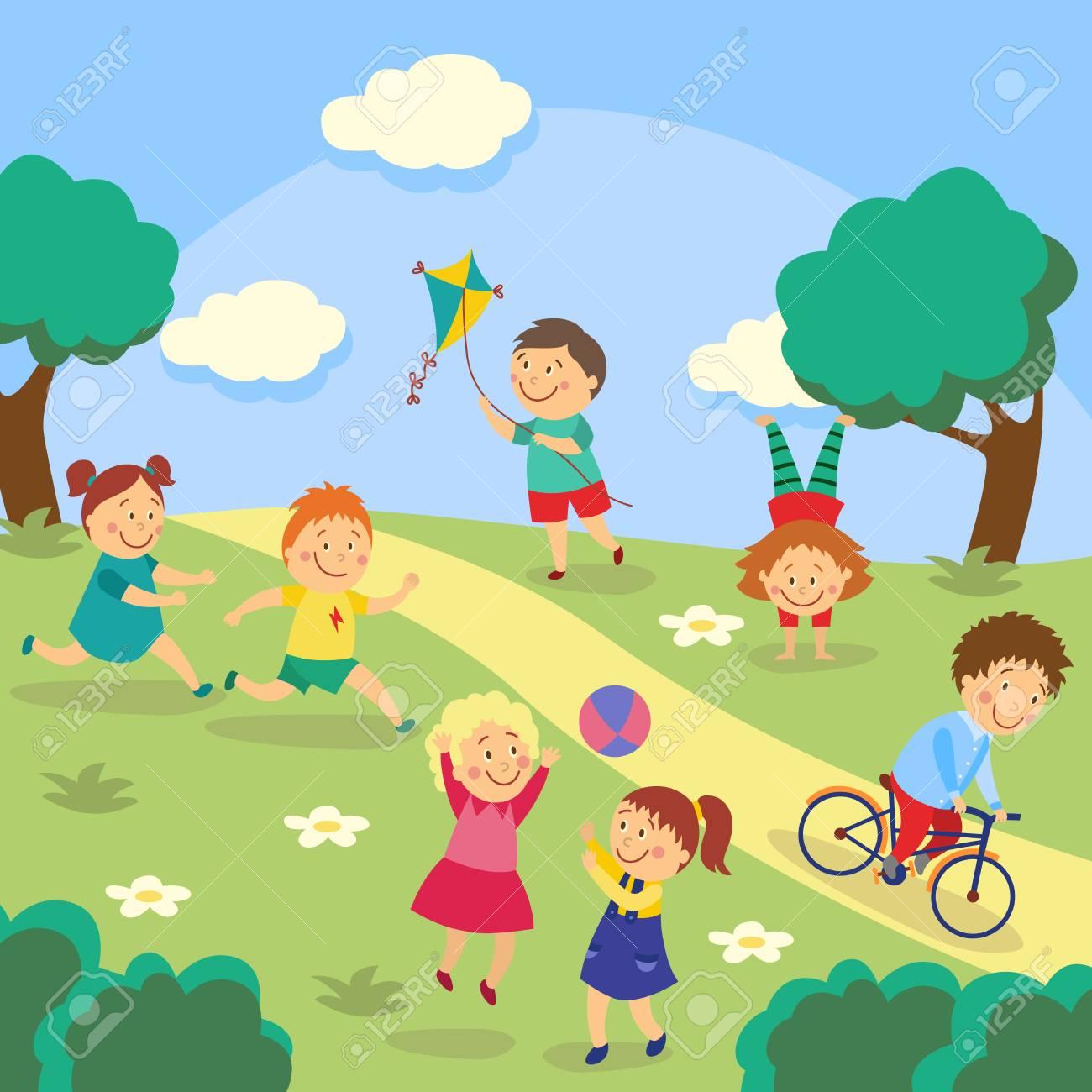 子供たちはカイトフライング タグとボールを遊んでいる子供たち公園