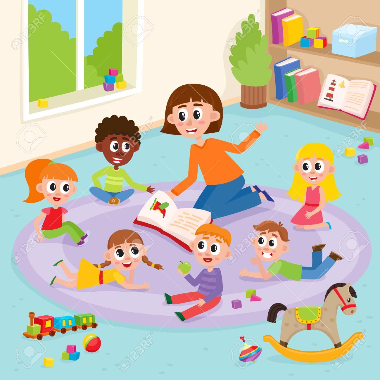 Los Niños De Jardín De Infantes En El Aula Y El Profesor Que Los Lee