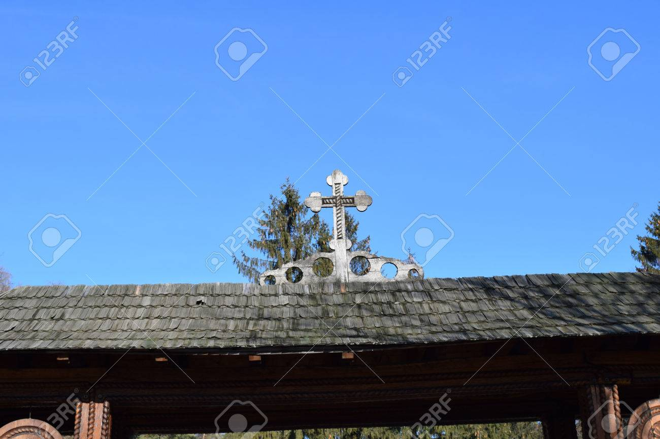 Wood entrance gate from Sambata de Sus Monastery in Transylvania, Romania Stock Photo - 52519226