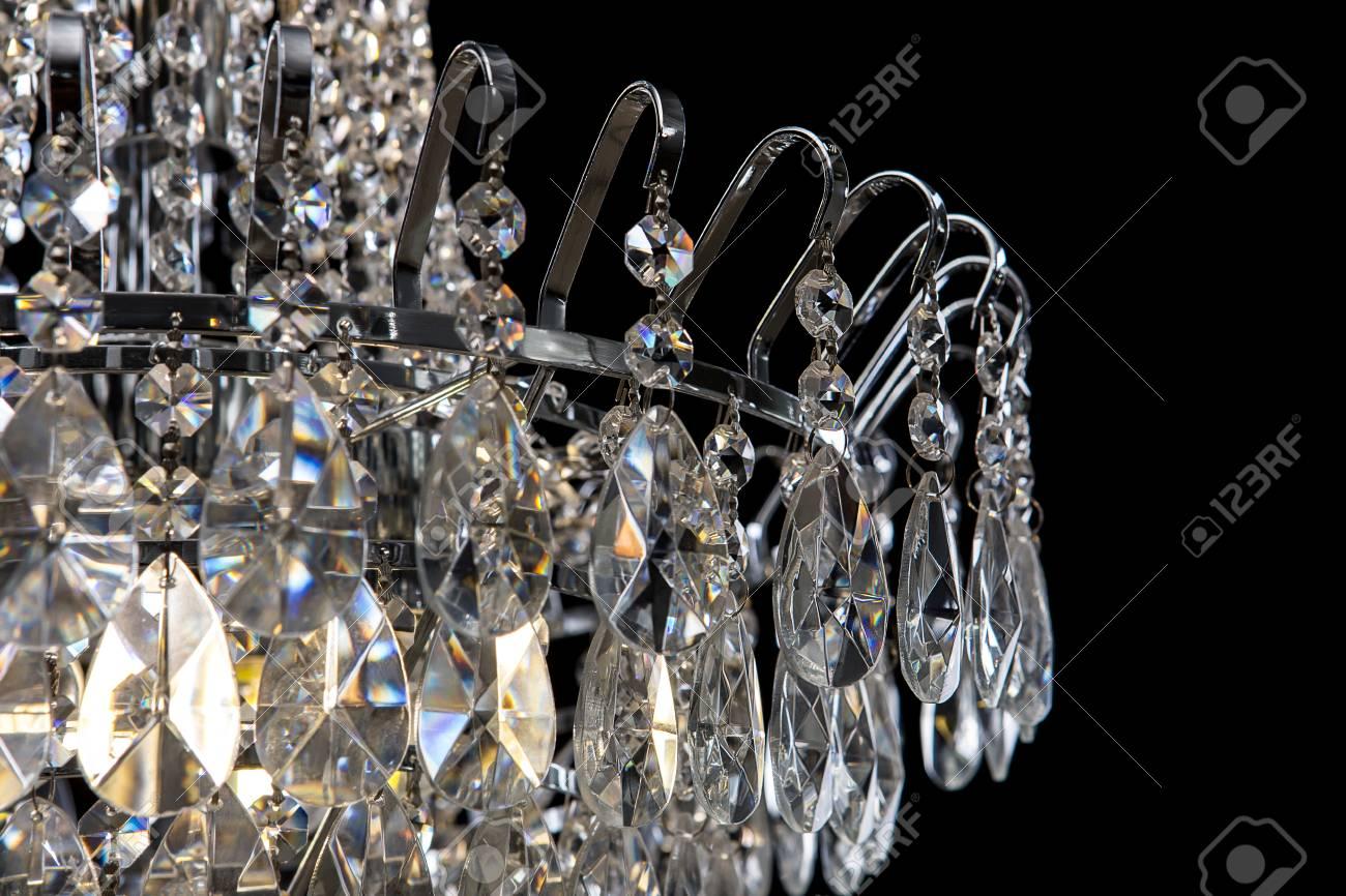 Kronleuchter Kristall Schwarz ~ Zeitgenössischer silberner leuchter getrennt auf schwarzem