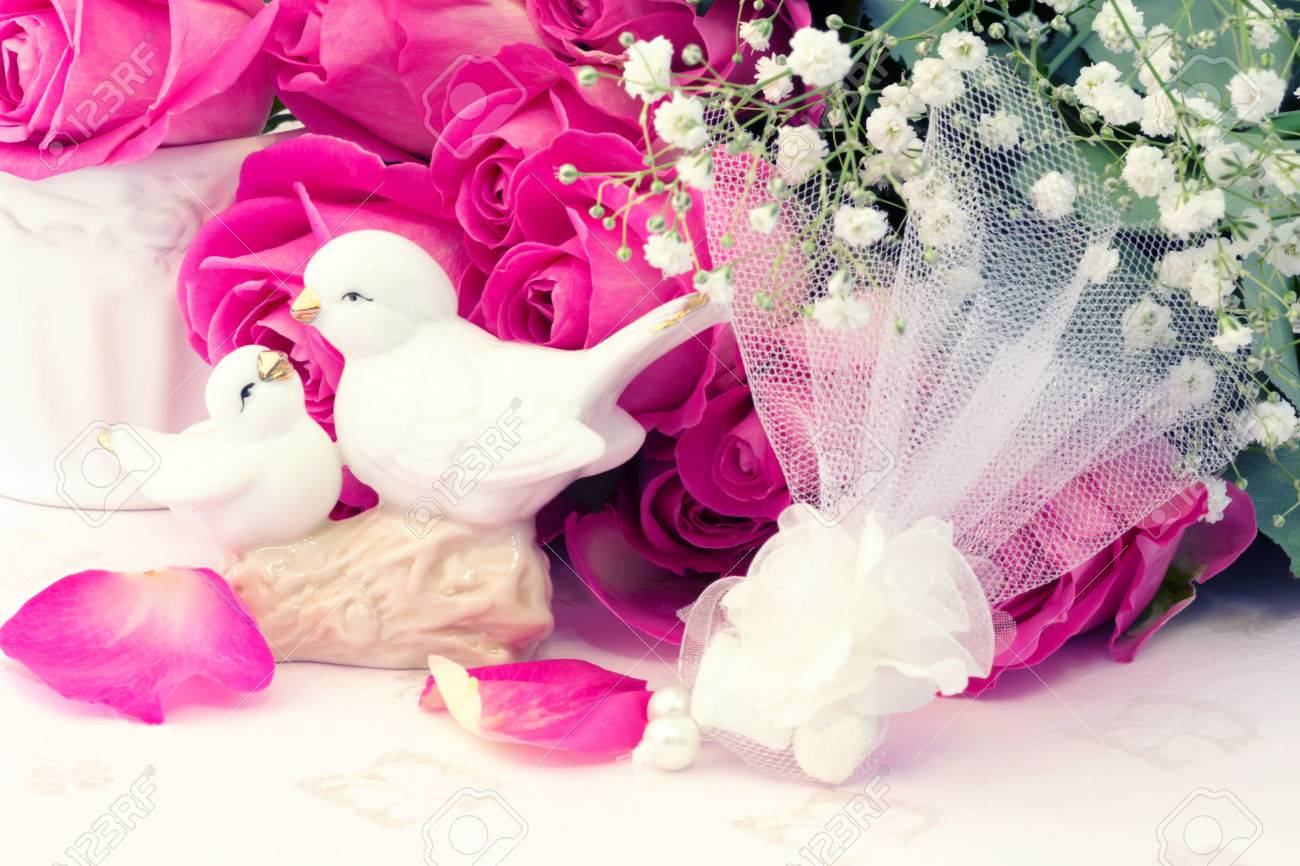Figurines Wedding Doves In Love Valentine Bouquet Of Pink Roses ...