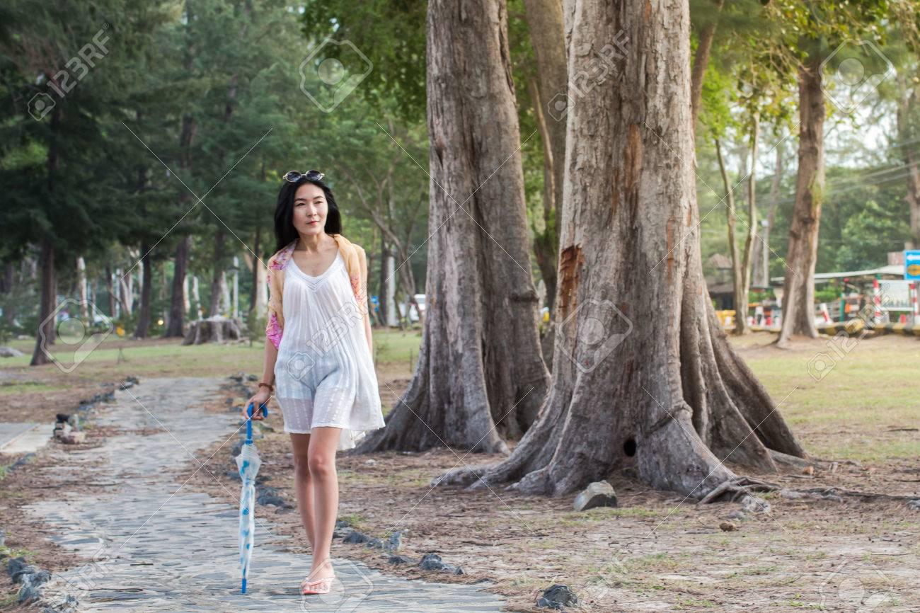 nude-young-asian-girl-beach