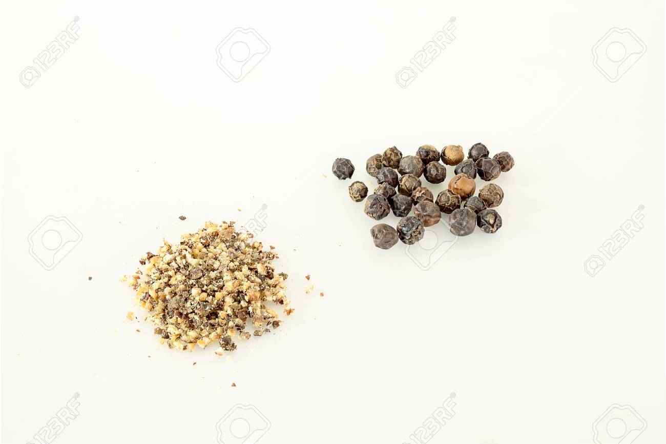 Black pepper is crushed or crushed into powder to be used for