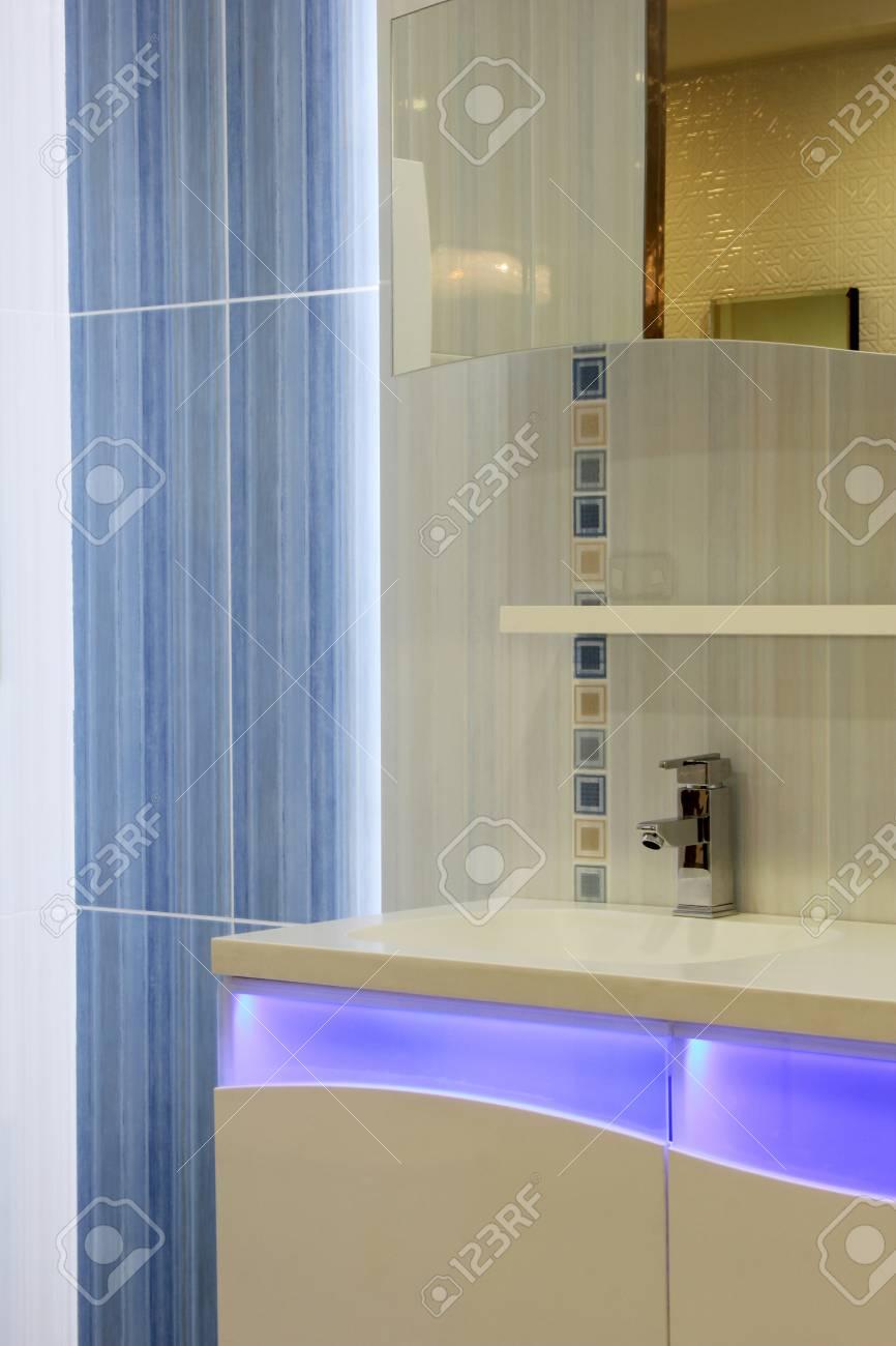 Cuarto De Baño Moderno Fotos, Retratos, Imágenes Y Fotografía De ...