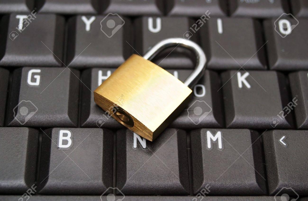 Padlock on laptop keyboard Stock Photo - 6785959
