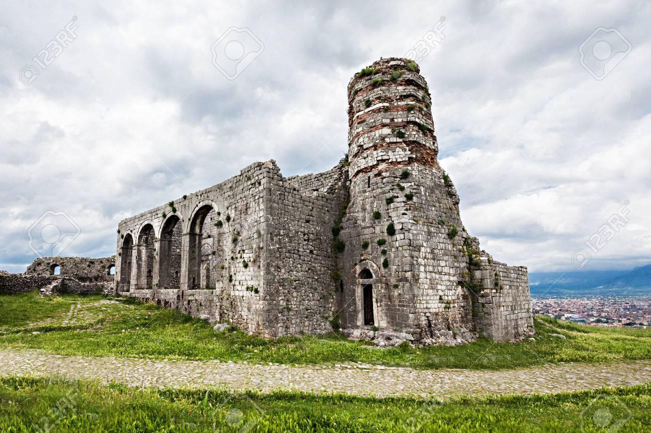 Bon Vendredi 28102205-Ruins-of-Rozafa-Castle-in-Shkoder-Albania-Stock-Photo