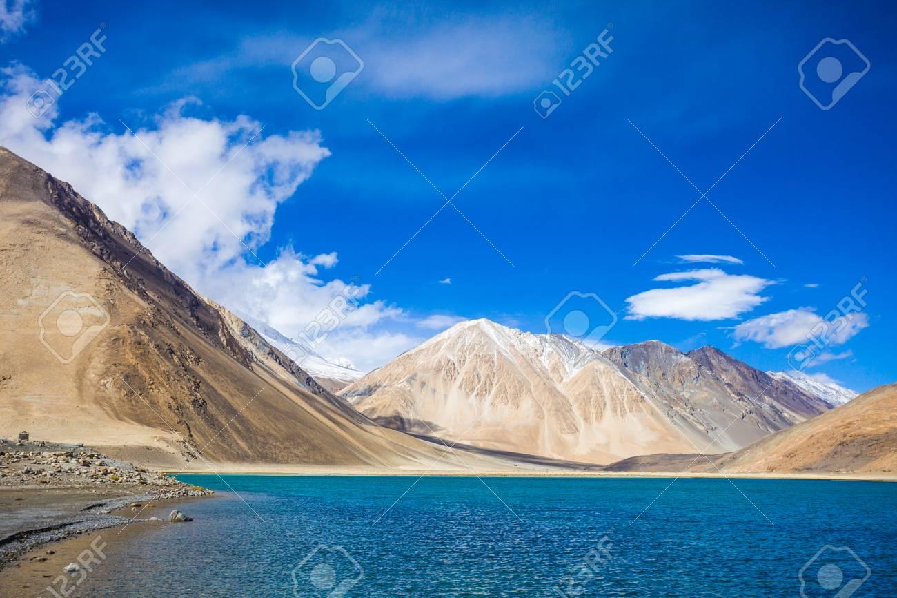 パンゴン湖湖はヒマラヤ山脈の内...