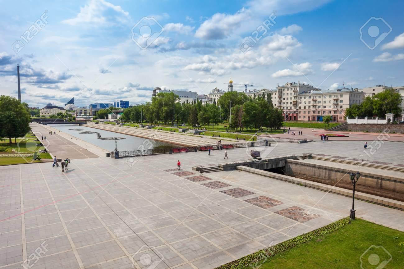 Plotinka 堰川、ロシアのエカテ...