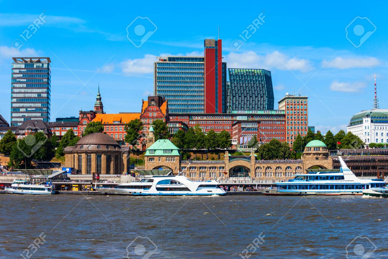 Hamburg city centre and Elbe river with boats in Germany - 122423828