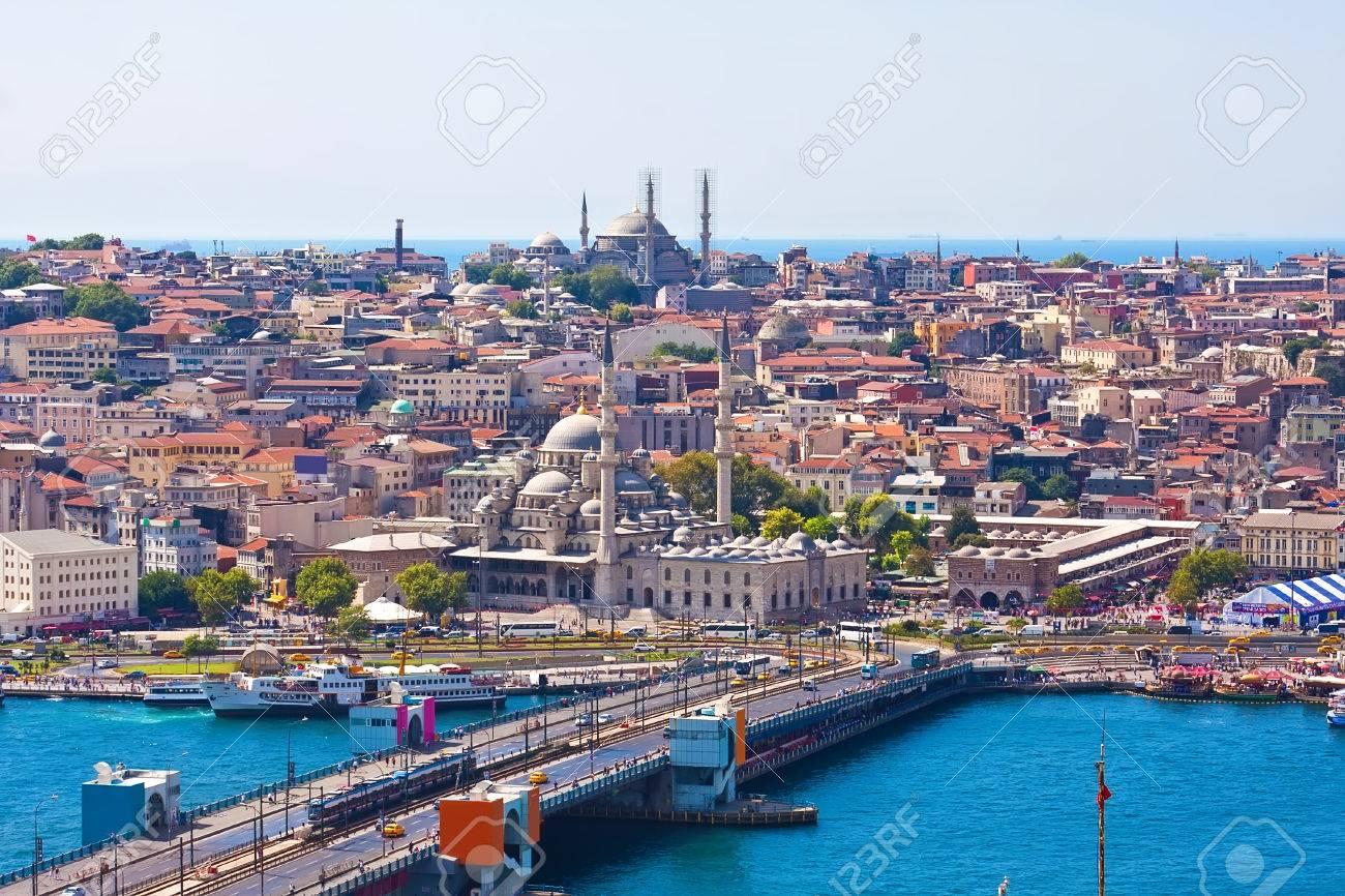 Pont De Galata Sur La Corne D\'Or, Istanbul, Turquie Banque D ...