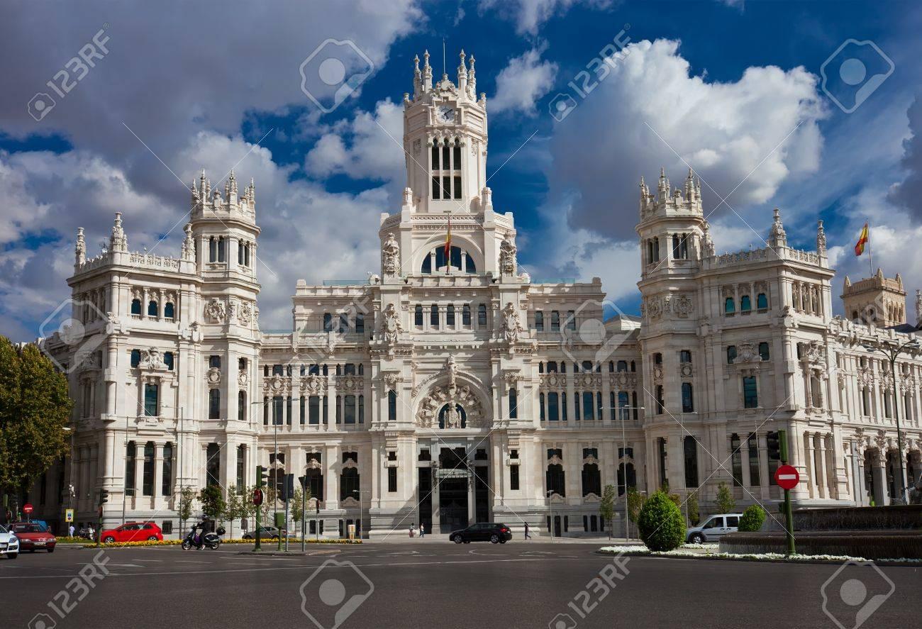 Oficina Central De Post Palacio De Comunicaciones En La Plaza De Cibeles Madrid España