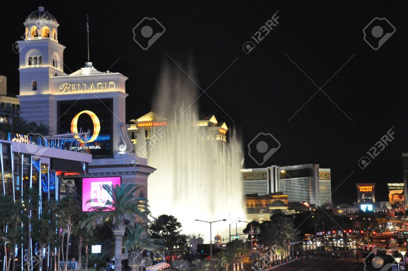 LAS VEGAS - DECEMBER 6: Bellagio hotel & casino fountains on December 6, 2012 in Las Vegas. The Fountains shoot water out of over 1,200 nozzles to create spectacular shows choreographed to music. Stock Photo - 17137124