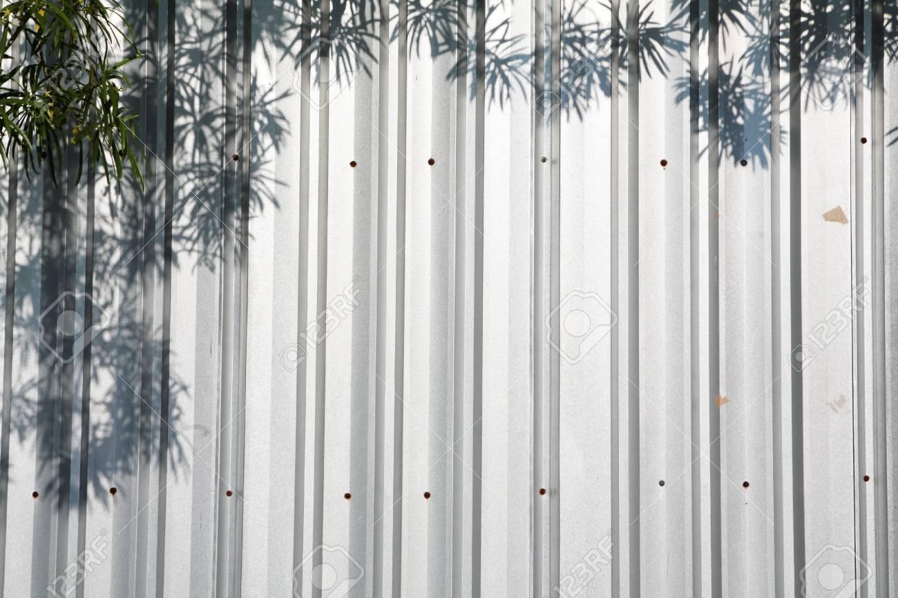Blickfang Metallzäune Bilder Sammlung Von Schatten Der Blätter Auf Metallzaun Standard-bild -
